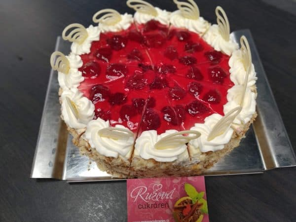 Vanilkovo malinová torta. Torty Nitra.