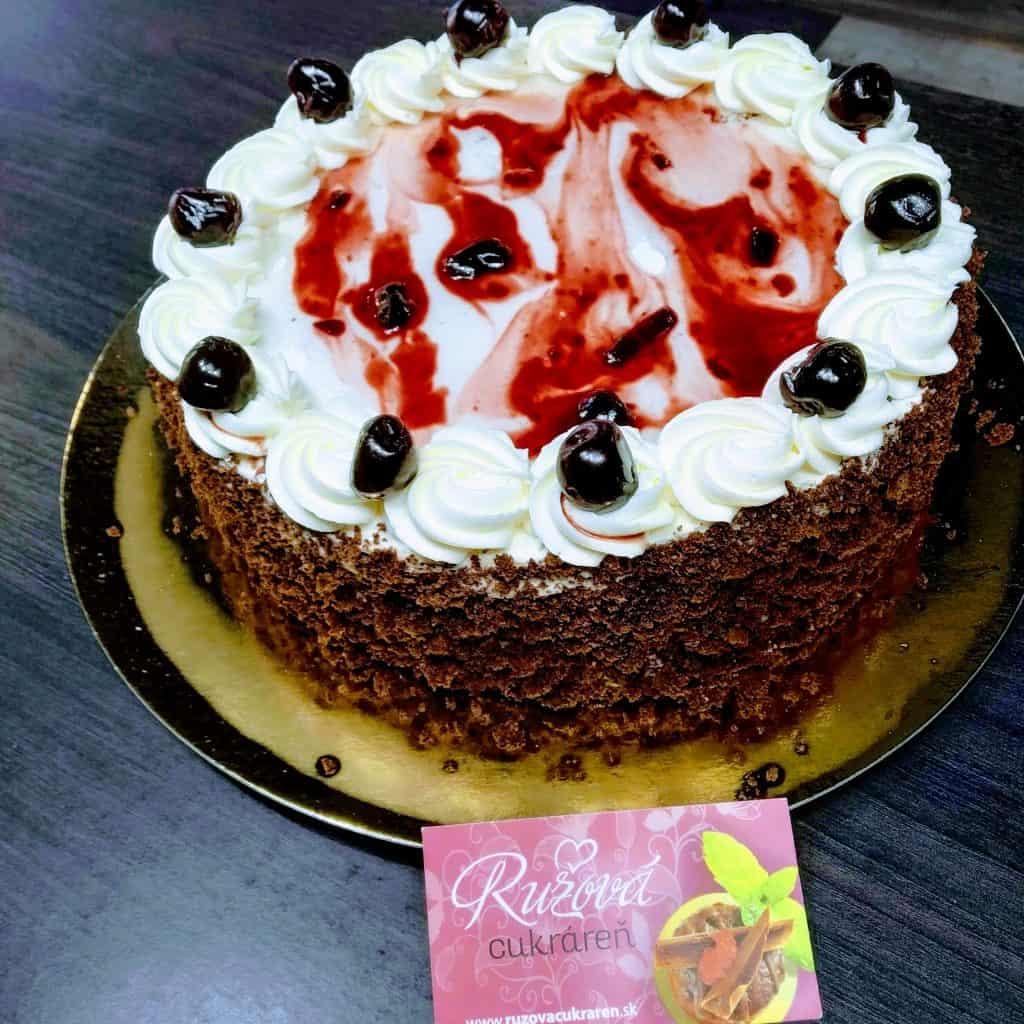 Višňová torta z Ružovej cukrárne.