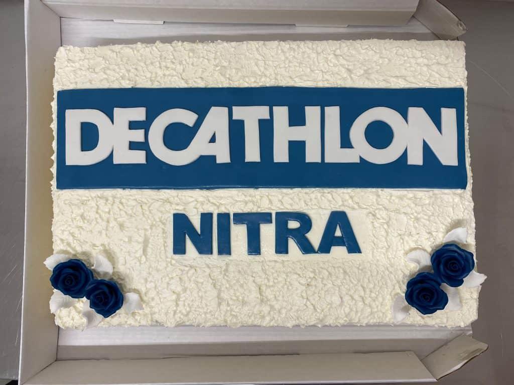 Firemná torta Decathlon Nitra. Ružová cukráreň.