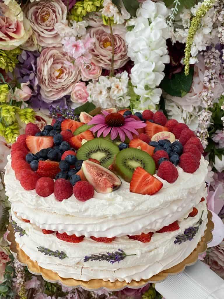 Pavlova torta. Pavlova cake. Torty Nitra. Cukráreň Nitra. Ružová